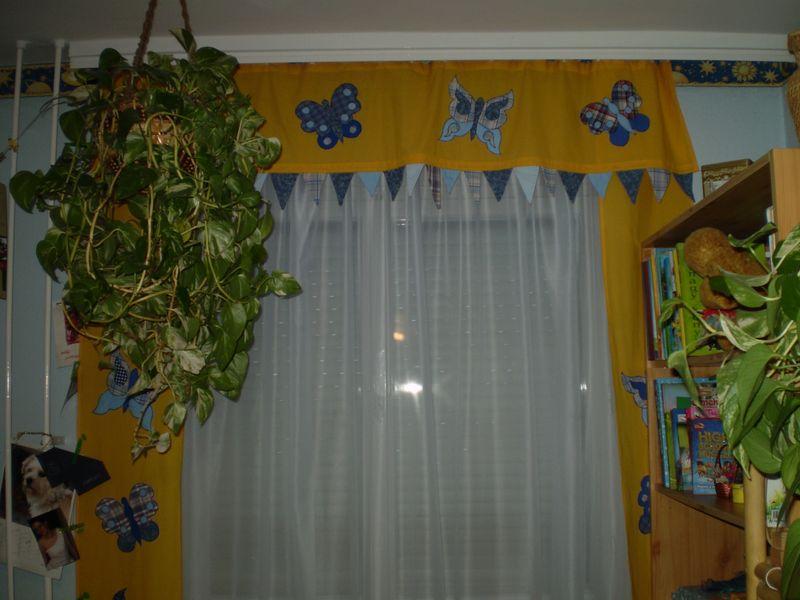 Sárga pillangós függöny