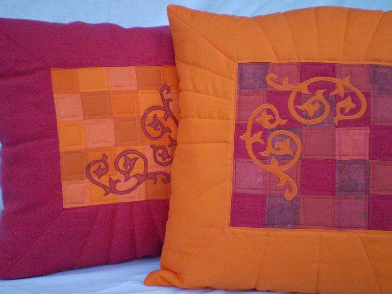 Narancs bordó párnák