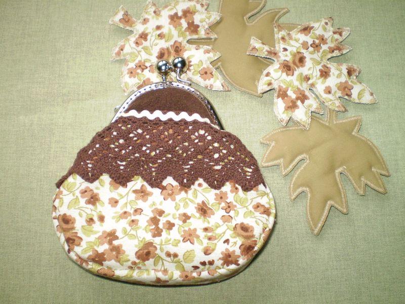 Barna csipkés virágos pénztárca