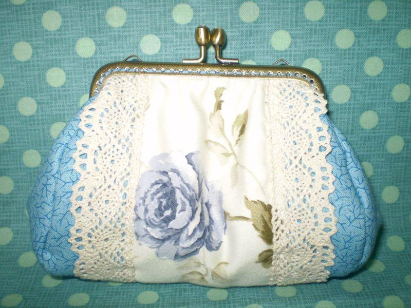 Csipkés rózsás kékség