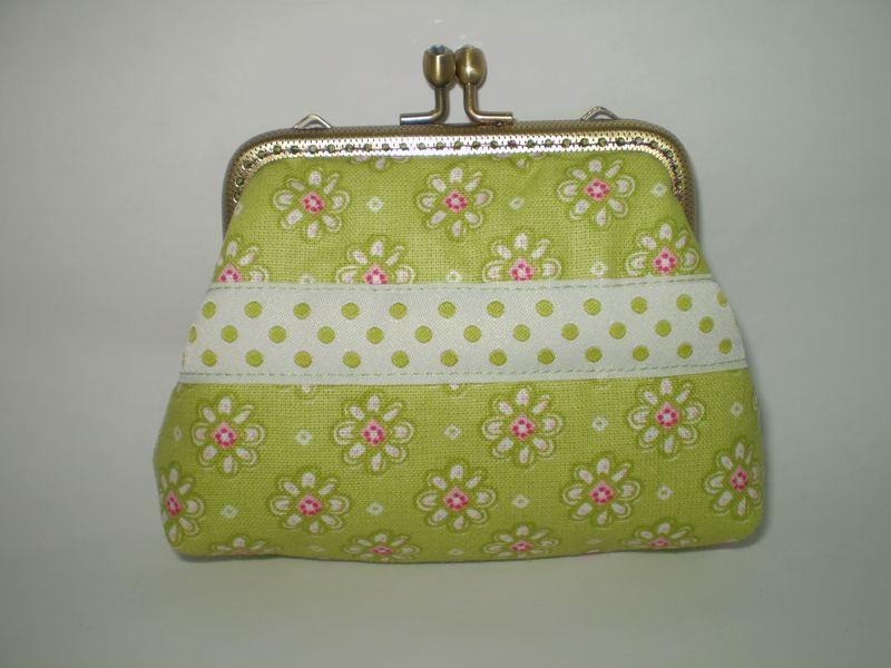 Zöld virágos pöttyös pénztárca