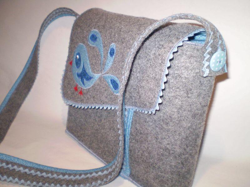 Kék filc táska