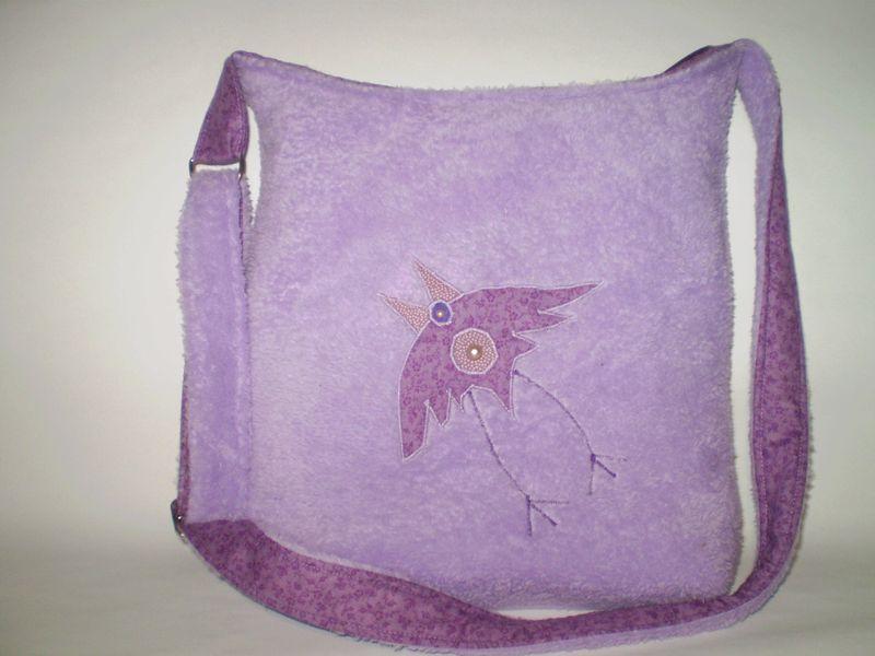Lila hollós táska