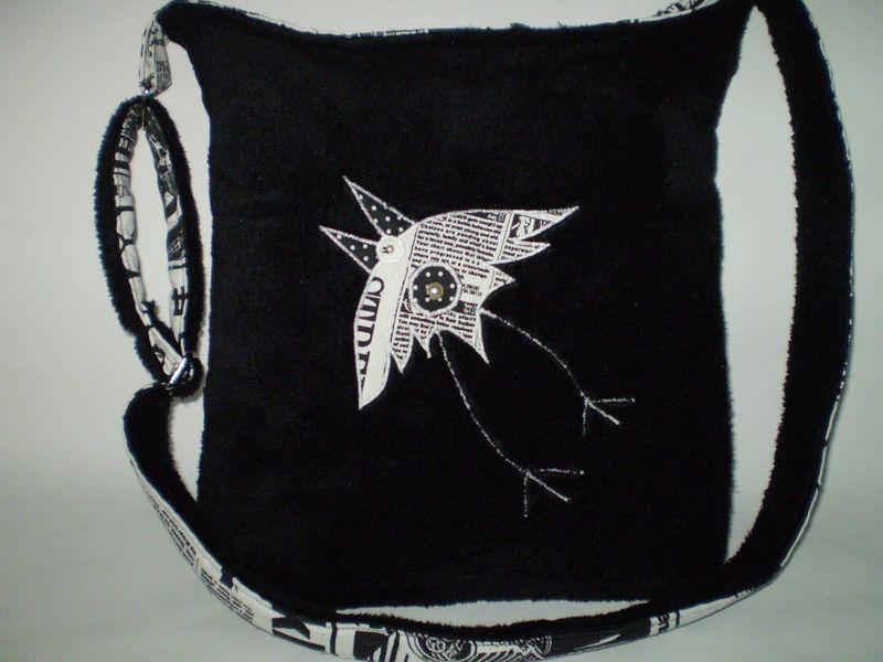 Puha fekete táska hollóval