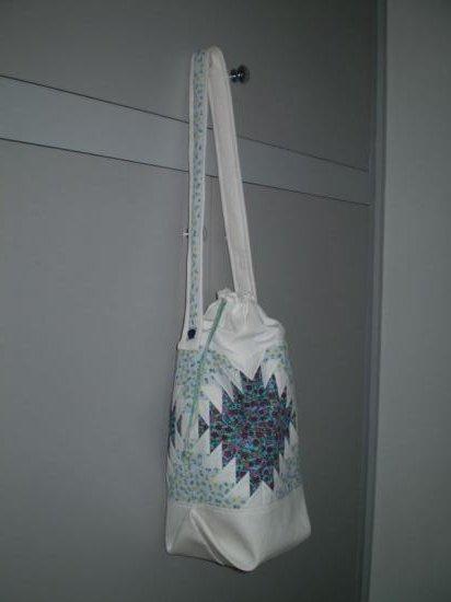 Kék fehér ananászos táska