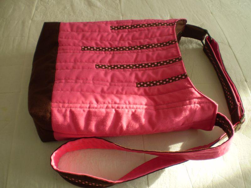Pink táska napfényfürdőben