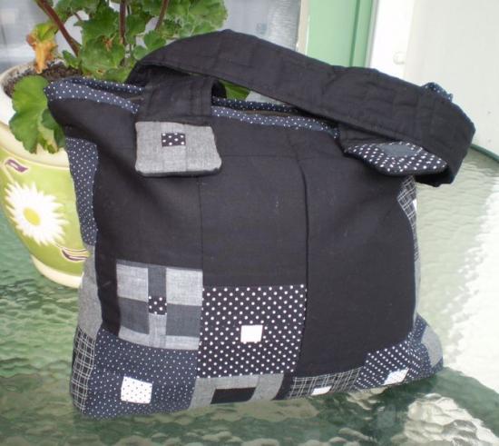 Szürke fekete kockás táska