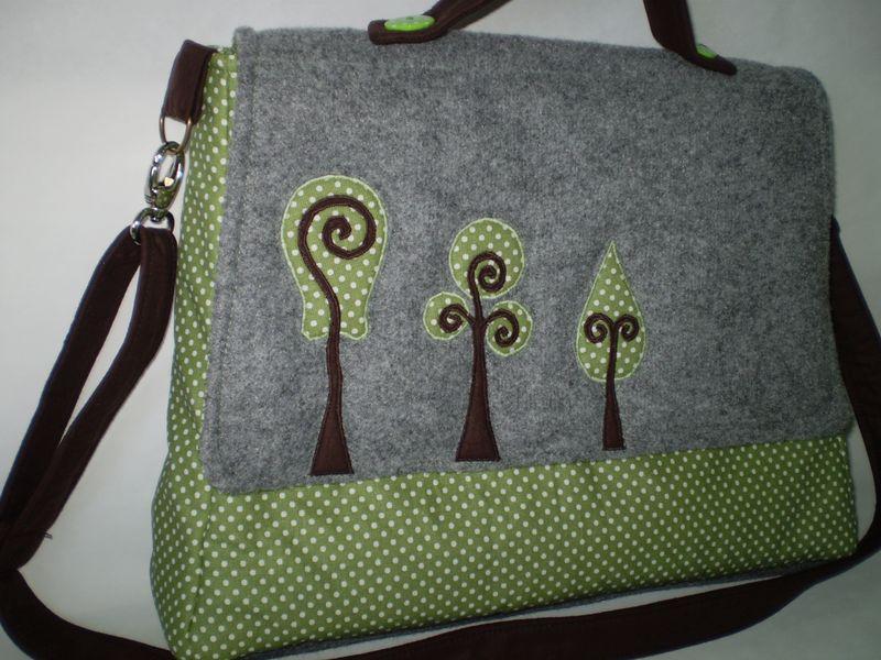Zöld táska filc betétel
